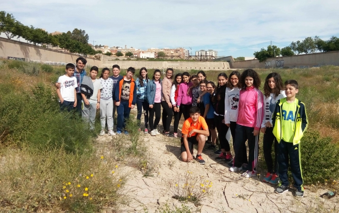Students of 1st ESO of the IES Ramón Arcas Meca visit the study area of the LIFE Project Riverphy